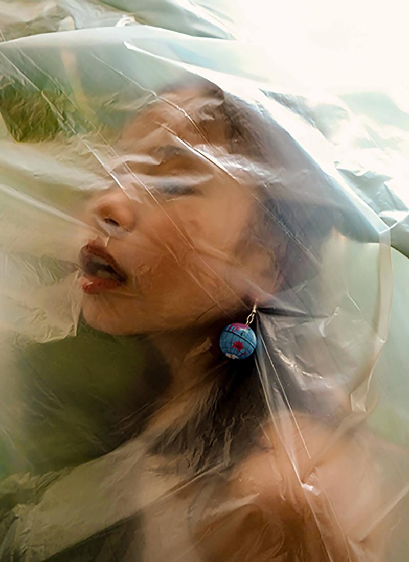 Ang_Antonia_Plastic-Blind